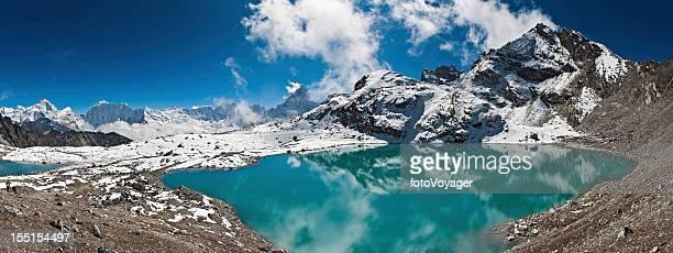 Berggipfel türkisfarbenen See Himalajagebirge Nepals