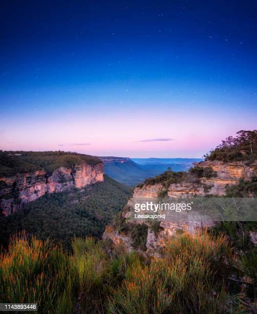mountain range in blue mountain national park - katoomba stock pictures, royalty-free photos & images