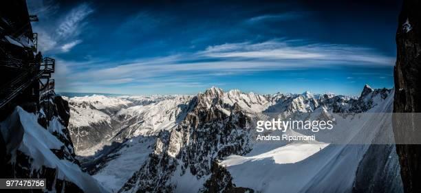 mountain range in snow, chamonix-mont-blanc, upper savoy, france - auvergne rhône alpes stock pictures, royalty-free photos & images