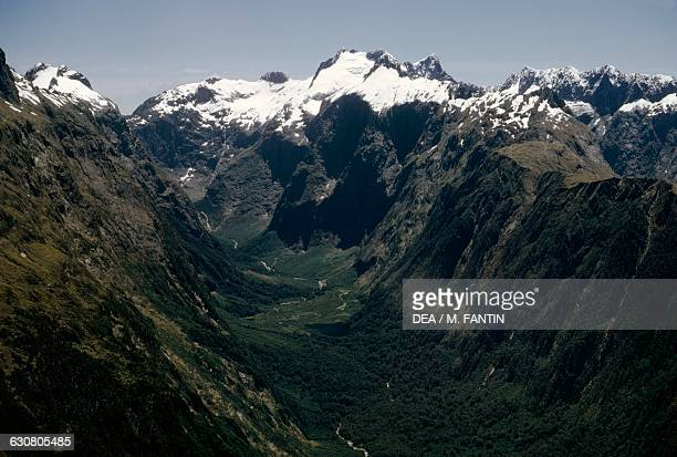 Mountain range in the AorakiMount Cook national park New Zealand