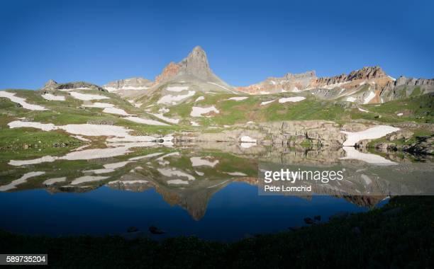 mountain reflection - カリフォルニアバイケイソウ ストックフォトと画像