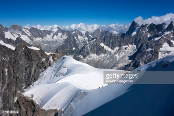 mountain ridge - monte bianco foto e immagini stock