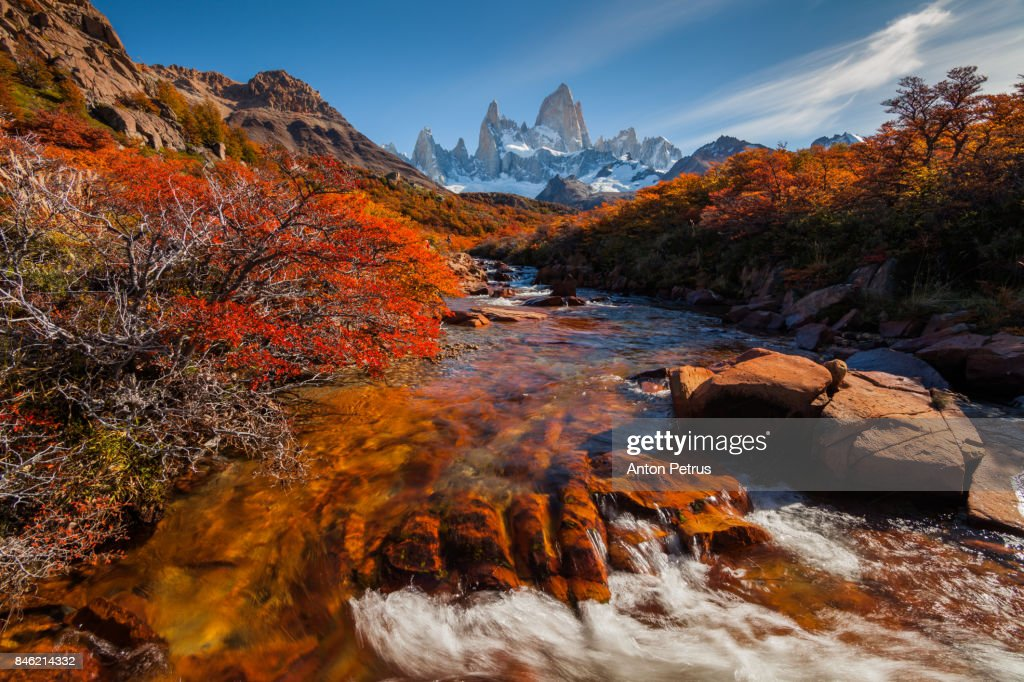 Mountain River and Mount Fitz Roy. Patagonia, Argentina : Stock-Foto