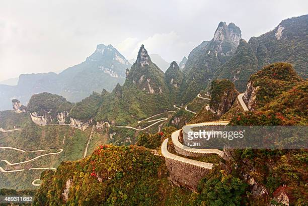 mountain road in tianmen mountain national park, zhangjiajie, china - tianmen stock pictures, royalty-free photos & images