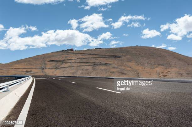 mountain road on the plateau, tibet, china - tar stock pictures, royalty-free photos & images