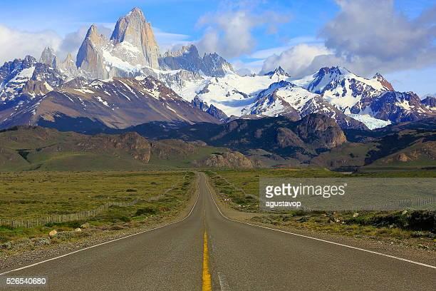 mountain road to el chalten, fitzroy, patagonia argentina, los glaciares - chalten stock pictures, royalty-free photos & images