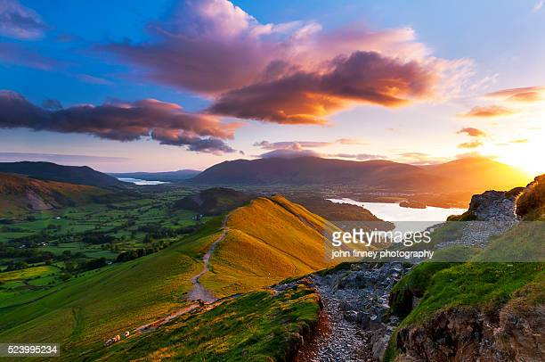 mountain sunrise. lake district national park. uk. - lake district stockfoto's en -beelden