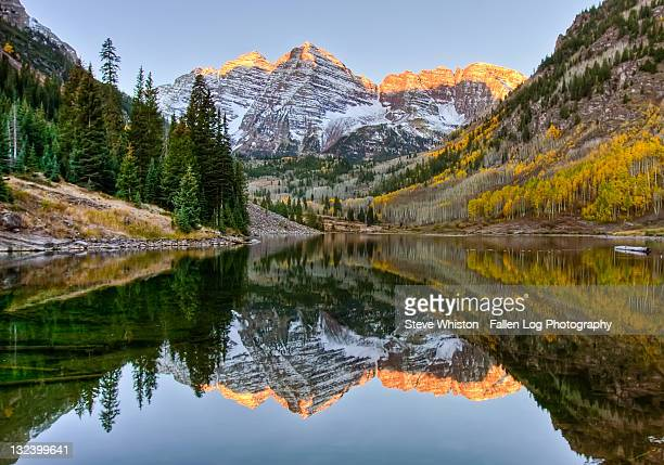 mountain sunrise reflected on lake - maroon bells stock photos and pictures