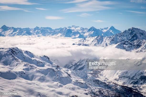 mountain view at grandvalira ski resort, andorra - andorra fotografías e imágenes de stock