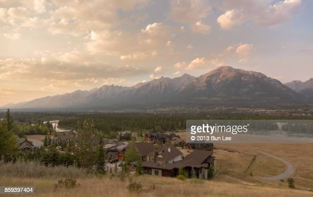 mountain view in canmore at sunset time - kananaskis country stock pictures, royalty-free photos & images