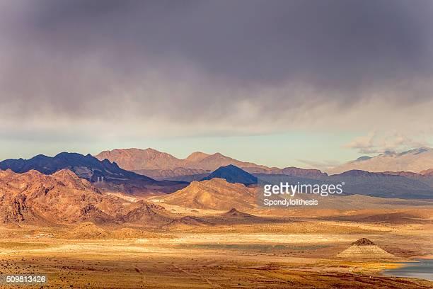 Blick auf die Berge in der Nähe von Las Vegas und der Hoover-Staudamm