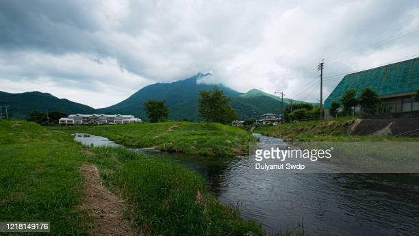 mountain yufu in yufuin - 大分県 ストックフォトと画像
