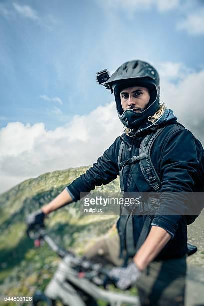 Mountainbiker com Actioncam no capacete