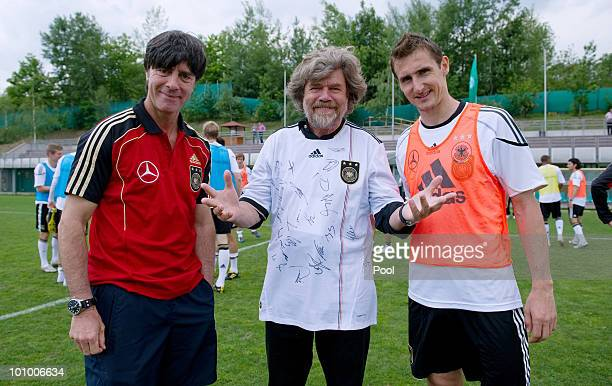 Mountaineer and explorer Reinhold Messner poses with head coach Joachim Loew and Miroslav Klose after the training session at Sportzone Rungg on May...