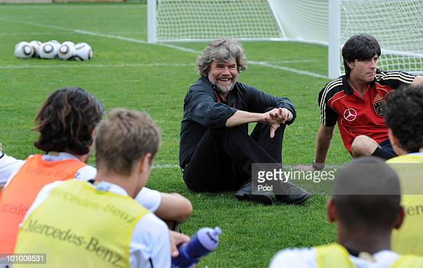 Mountaineer and explorer Reinhold Messner talks the the German national team sitting next to head coach Joachim Loew after the training session at...