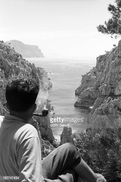 Mountaineer Gaston Rebuffat In The Creeks Of Provence Marseille les calanques été 1961 Gaston REBUFFAT alpiniste français assis sur un plat en haut...