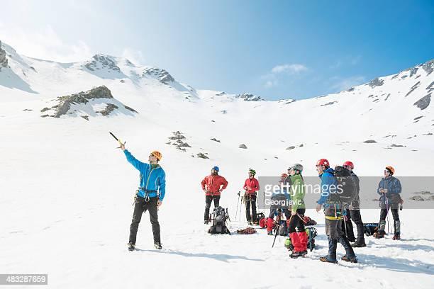 bergsteigen - anführen stock-fotos und bilder