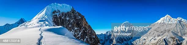 Bergsteiger Klettern Himalaja-Gipfel verschneiten Gipfel panorama Annapurna-Schutzgebiet Nepal