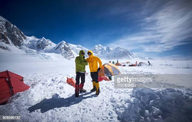 Bergbeklimmers in kamp 01 op Denali.