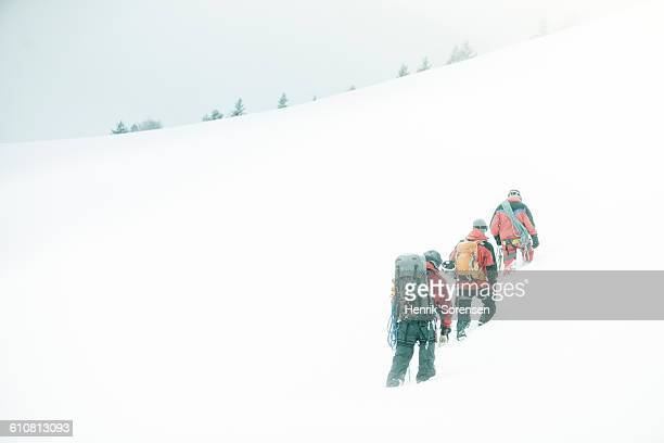 3 mountaineers in the swizz alpes