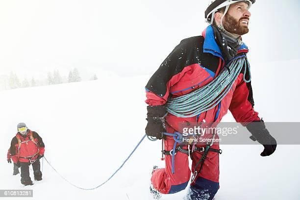 3 mountaineers in the swizz alpes