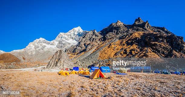 mountaineers remote himalaya base camp makalu barun national park nepal - base camp stock pictures, royalty-free photos & images