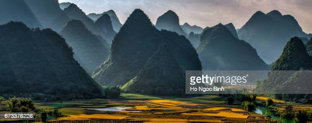 mountains and light - vietnam stock-fotos und bilder