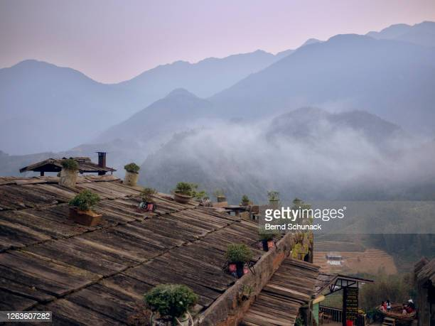 mountains and rice terraces at cat cat village, sapa - bernd schunack stockfoto's en -beelden