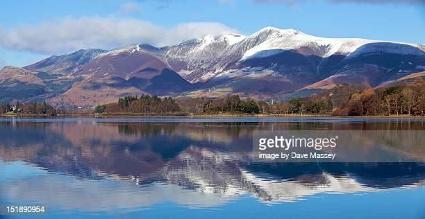 mountains at derwent water - derwent water - fotografias e filmes do acervo