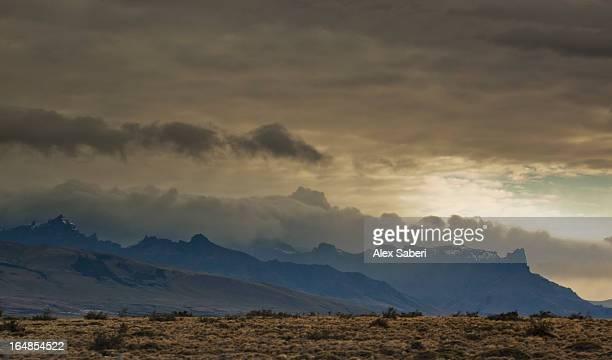 mountains at sunrise near torres del paine national park. - alex saberi imagens e fotografias de stock