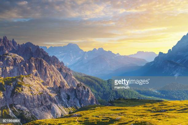 mountains at sunset, view from tre cime, dolomites, italy - véneto imagens e fotografias de stock