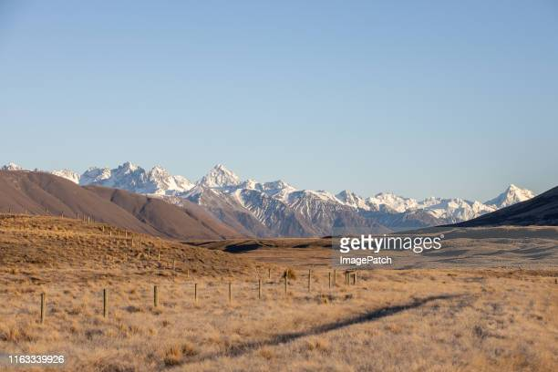 mountains in south island of new zealand - horizontal stock pictures, royalty-free photos & images