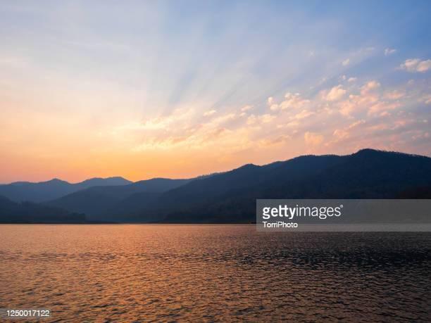 mountains landscape of sunset on the lake - 国立野生生物保護区 ストックフォトと画像