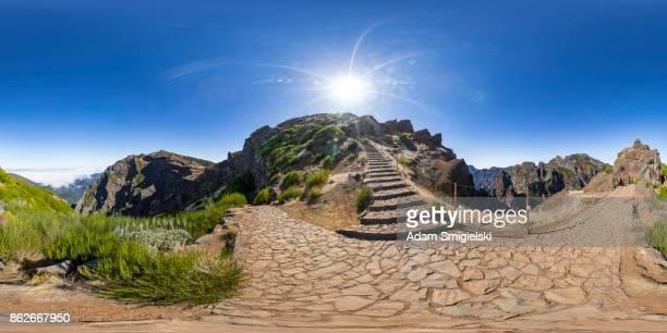 paysage de montagnes (panorama à 360 degrés) - 360 degree view photos et images de collection