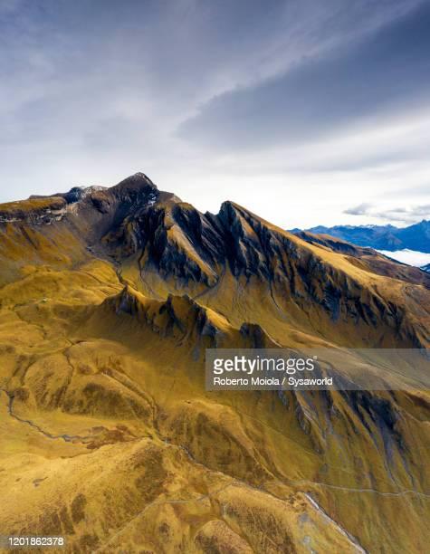 mountains ridge in autumn, grindelwald, switzerland - paysage enchanteur photos et images de collection