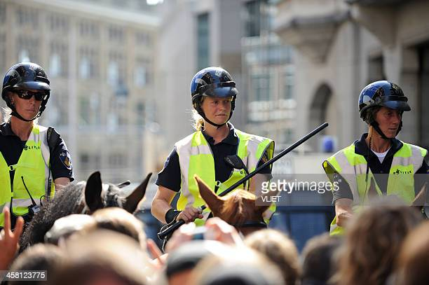 mounted police officers at a public protest in the hague - editorial stock pictures, royalty-free photos & images