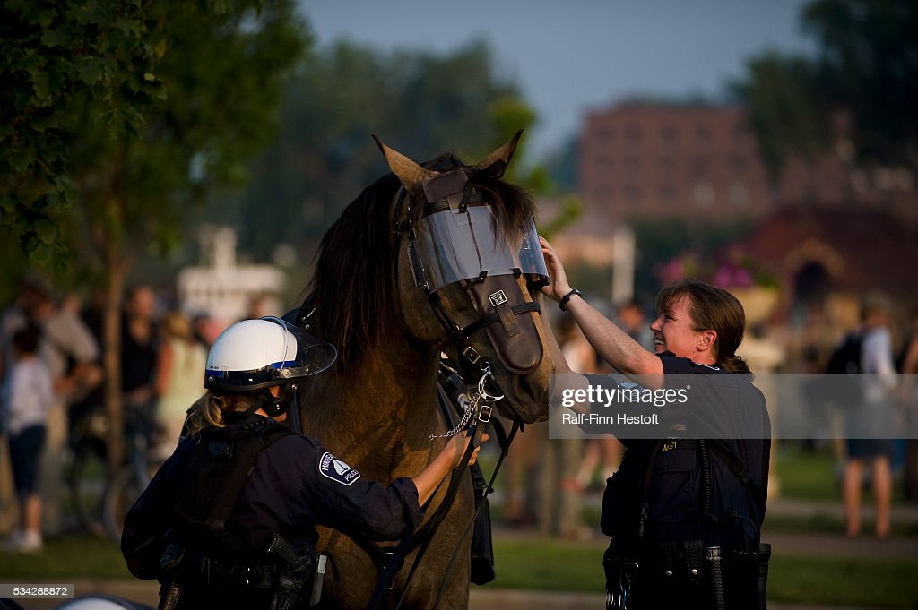 Mounted Police Officers Remove The Riot Gear From Their Police Horse News Photo Getty Images