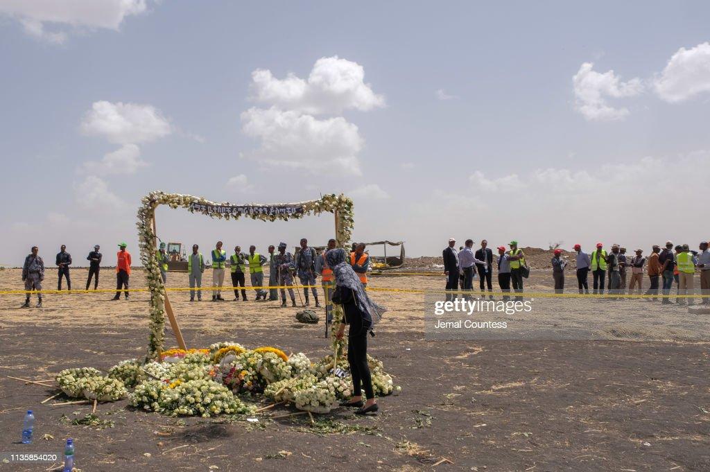 Mourners Visit The Crash Site Of Ethiopian Airlines Flight ET302 : ニュース写真