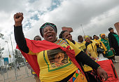 soweto south africa mourners arrive at