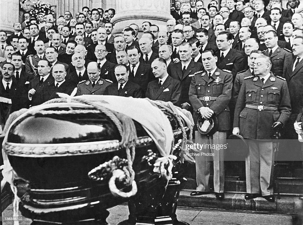 Mourners at the coffin of Argentine First Lady Eva Peron (1919 - 1952) at her state funeral in Buenos Aires, 10th August 1952. Argentine President Juan Peron (1895 - 1974) is in the front row (second from right).