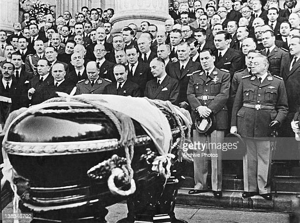 Mourners at the coffin of Argentine First Lady Eva Peron at her state funeral in Buenos Aires 10th August 1952 Argentine President Juan Peron is in...