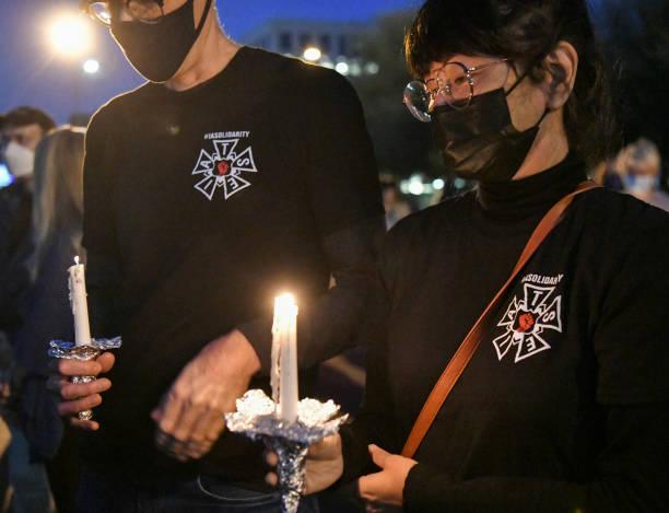 CA: IATSE Local 80 Hosts Burbank Candlelight Vigil For Halyna Hutchins