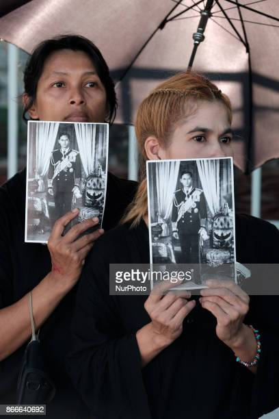 Mourners await the cerimonial funeral procession for the late Thai King Bhumiphol Adulyadej in Bangkok on October 26 2017