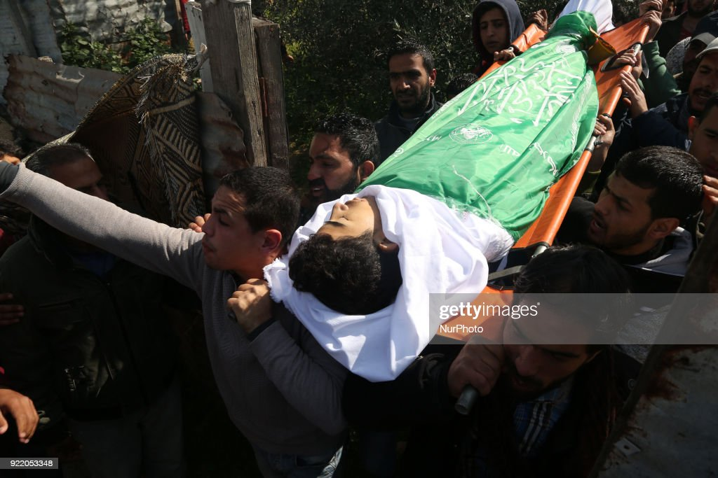 Funeral ceremony of a young Palestinian in Gaza : News Photo