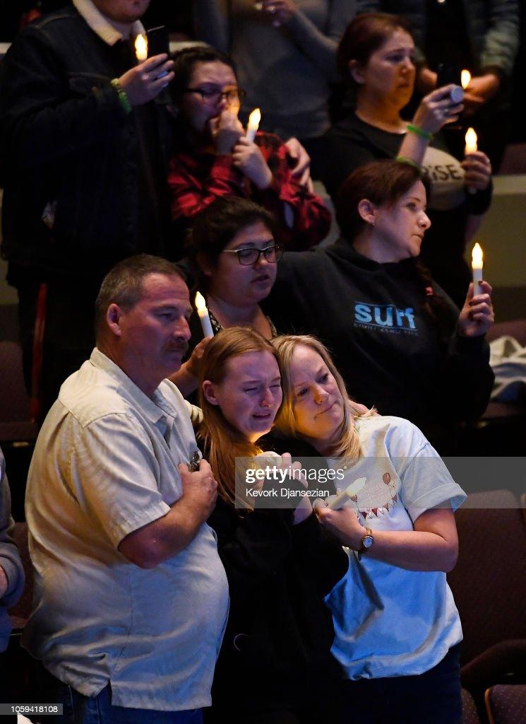 Vigil Held At Thousand Oaks City For 12 Victims Of Shooting At Borderline Bar : ニュース写真