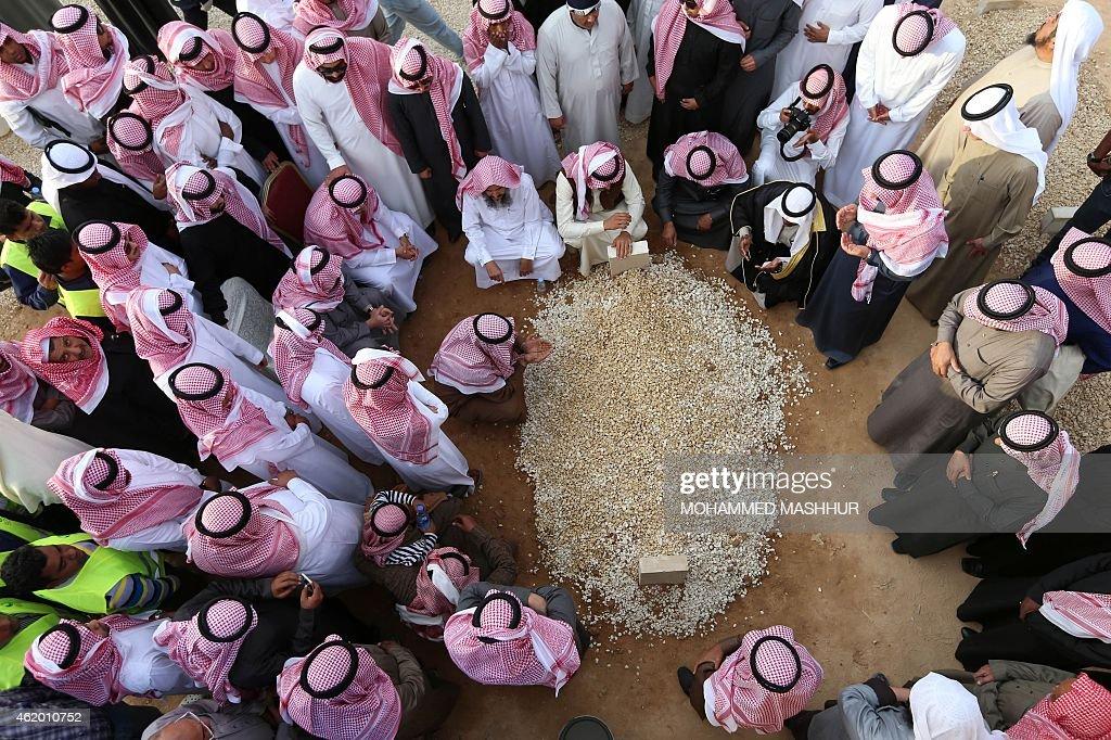 SAUDI-ROYALS-POLITICS-KING-FUNERAL : News Photo