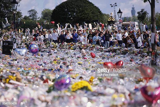 Mourners have left dozens of bouquets and balloons outside Buckingham Palace for the funeral of Diana Princess of Wales