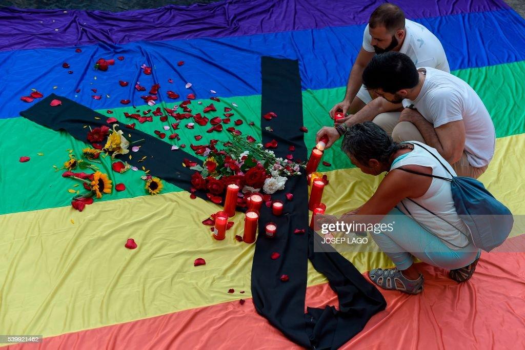 TOPSHOT-SPAIN-US-ATTACKS-GAY : News Photo