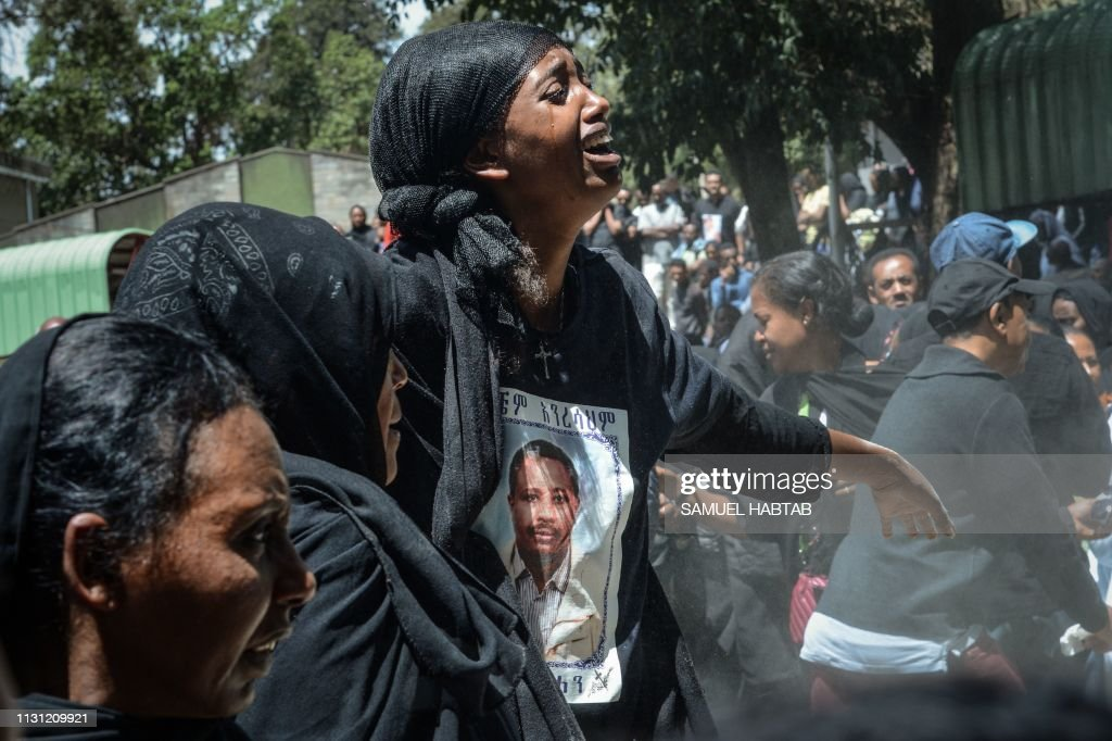 TOPSHOT-ETHIOPIA-KENYA-ACCIDENT-AIRPLANE-FUNERAL : News Photo