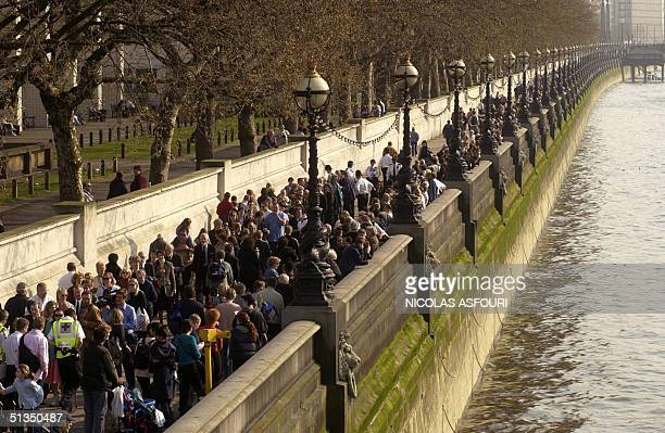 Mourners queueup on the over bank of the river Thames to get to Westminster Hall where the Queen mother's coffin lies instate in London 05 april 2002...